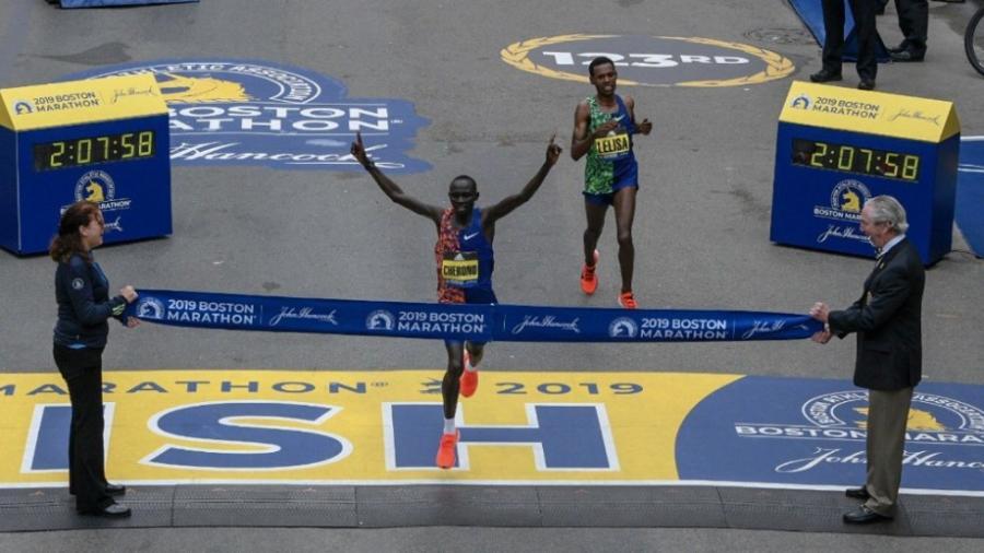 Gana Lawrence el Maratón de Chicago