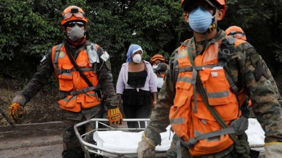 Aumenta a 135 los muertos por erupción volcánica en Guatemala