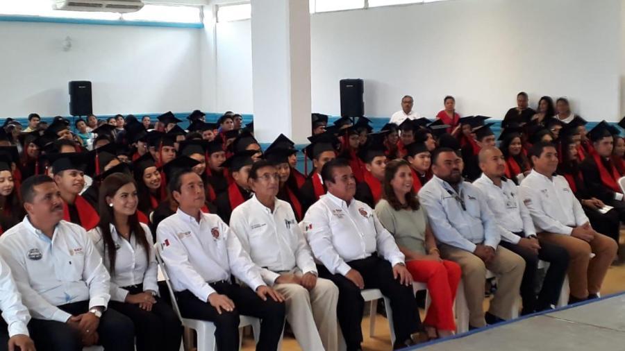 Egresan alumnos de CBTIS de Altamira certificados en el idioma ingles.