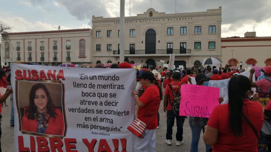 Obreros se manifiestan en la Plaza principal de Matamoros