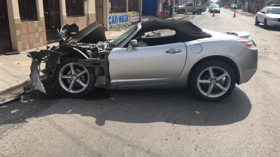 Acelerado joven destruye su auto deportivo