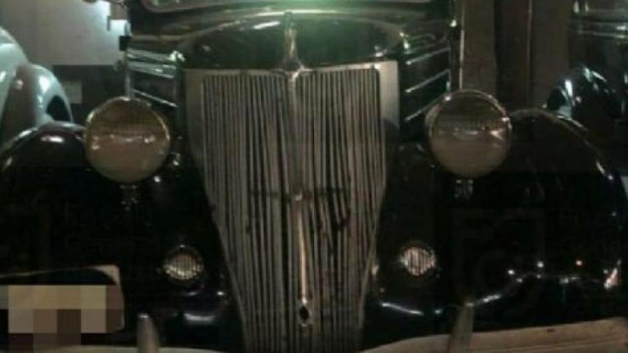 Aseguran 41 vehículos de colección del ex director del Invi
