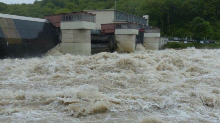 Al menos 12 personas tras la rotura de una presa en Siberia