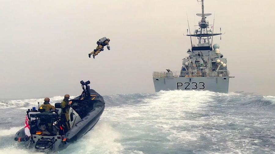 Militares británicos hacen pruebas con trajes voladores