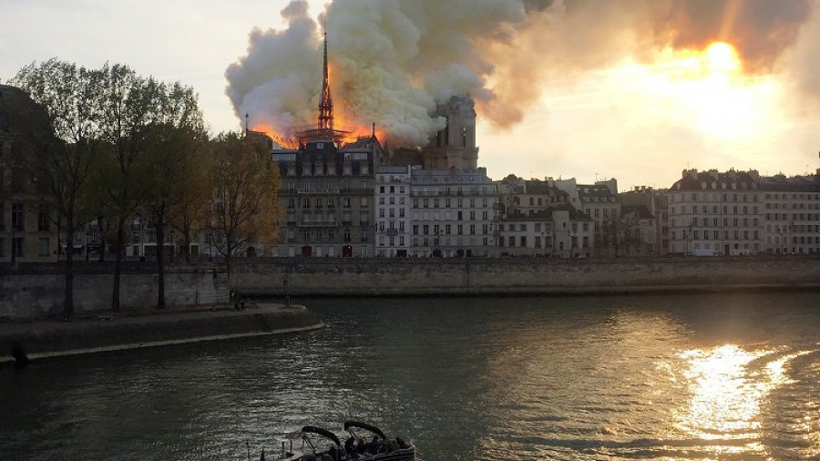 Catedral de Notre Dame se incendia