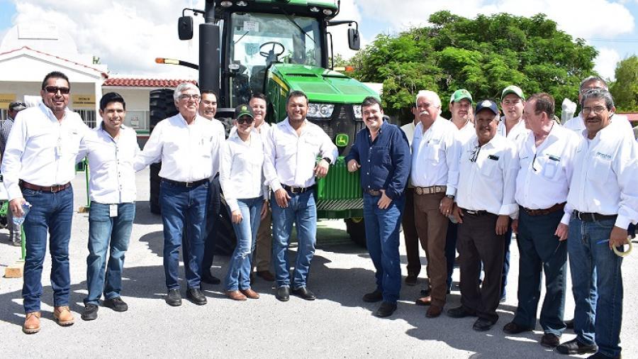Gobierno fortalece a productores agrícolas con maquinaria