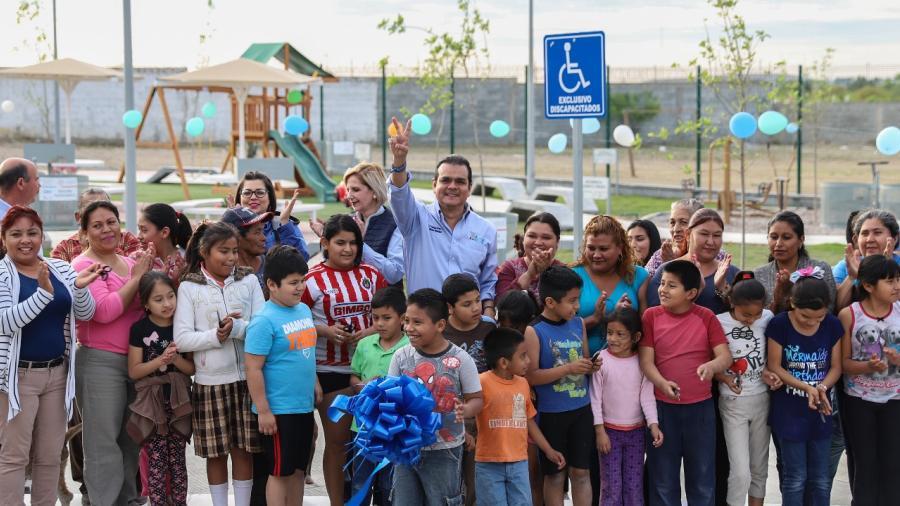 Cumple alcalde construcción de plaza a vecinos de la Virreyes