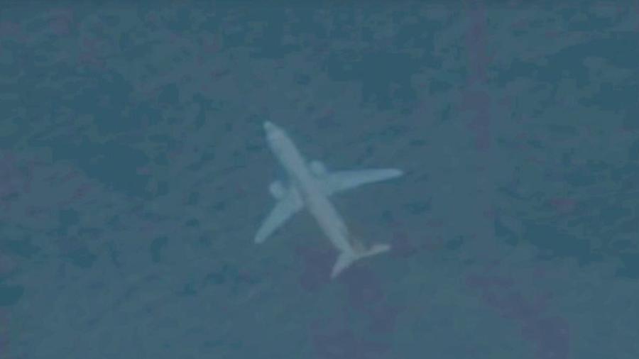 """Capturan avión """"sumergido"""" frente a costas de Escocia con Google Earth"""