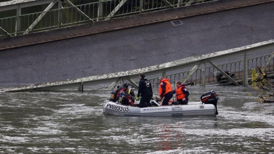 Dos muertos tras la caída de un puente en Francia