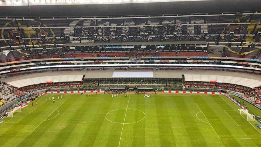 Retiran a 30 aficionados del Estadio Azteca tras grito homofóbico