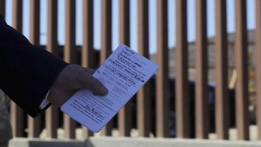 Apuntes de Trump incluyen a AMLO y el muro en gira por California
