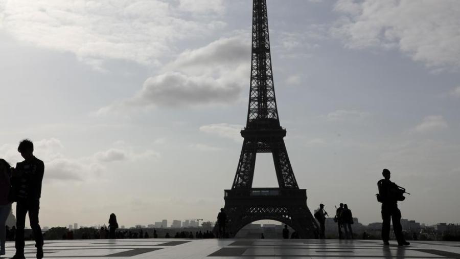 Arrestan a hombre en aeropuerto de Paris con un cuchillo