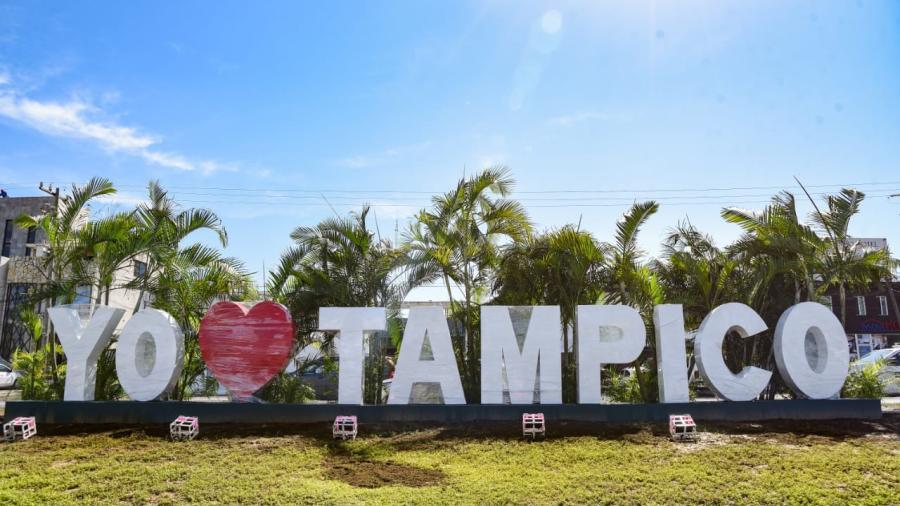 """Instalan Estructuras Monumentales con la Leyenda """"Yo Amo a Tampico"""""""