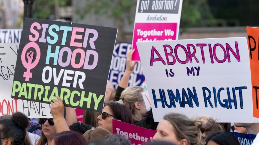 Legisladores en Texas aprueban la prohibición del aborto a las 6 semanas