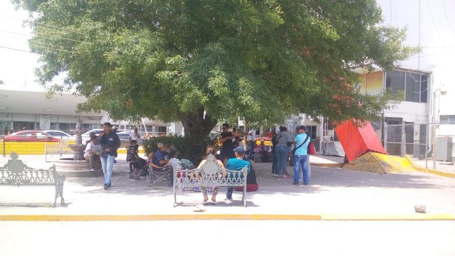 Migrantes en el puente nuevo de Matamoros mantienen orden: Enrique Maciel