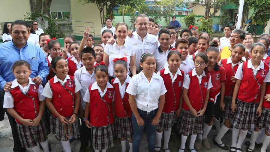 Avanza Adrián Oseguera en mejoramiento de infraestructura educativa