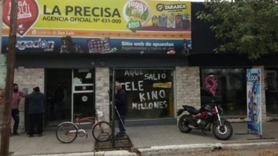 Albañil gana 10 millones de pesos, una casa y dos coches en la lotería