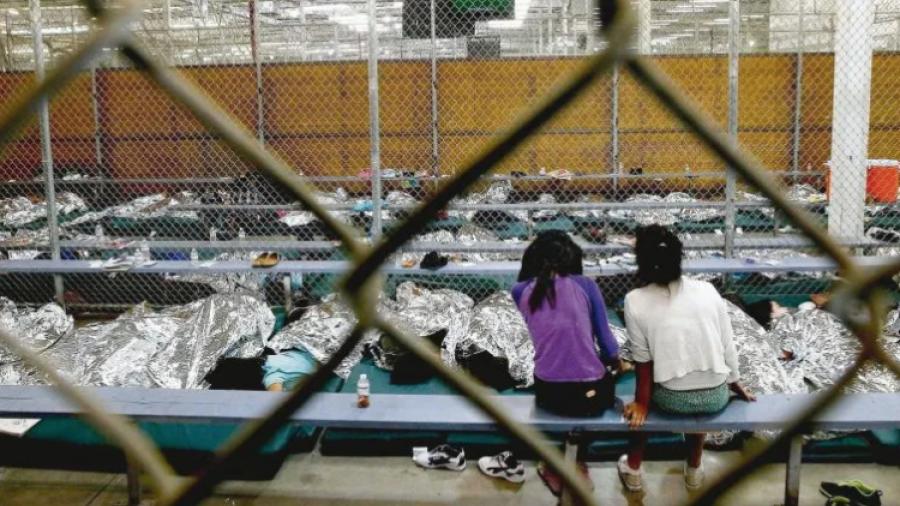 Gobierno de EU buscará comenzar a reunir a las familias de inmigrantes