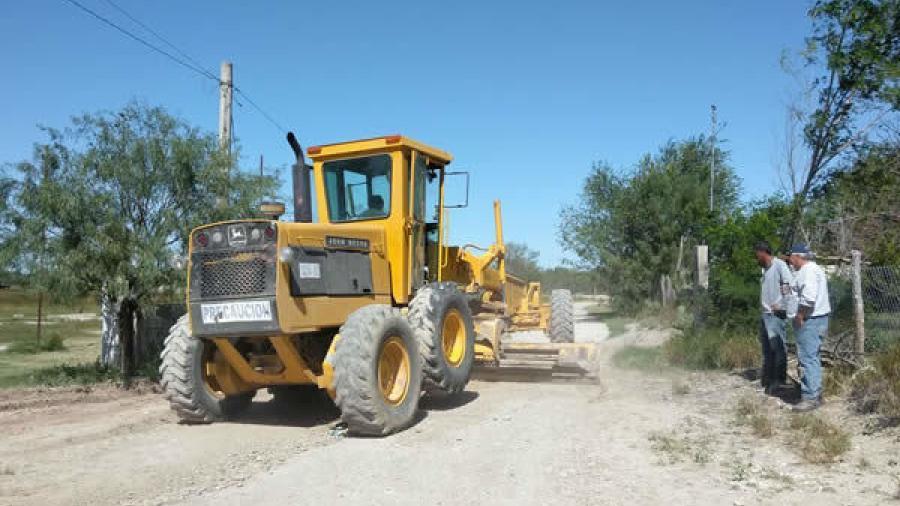 Refuerzan trabajos de mejoramiento en caminos rurales