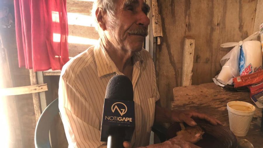Construyen casa a Don Manuelito, adulto mayor con discapacidad