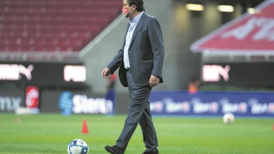 "Chivas recupera a Tena y a Antuna pero pierde a ""Chofis"" López"