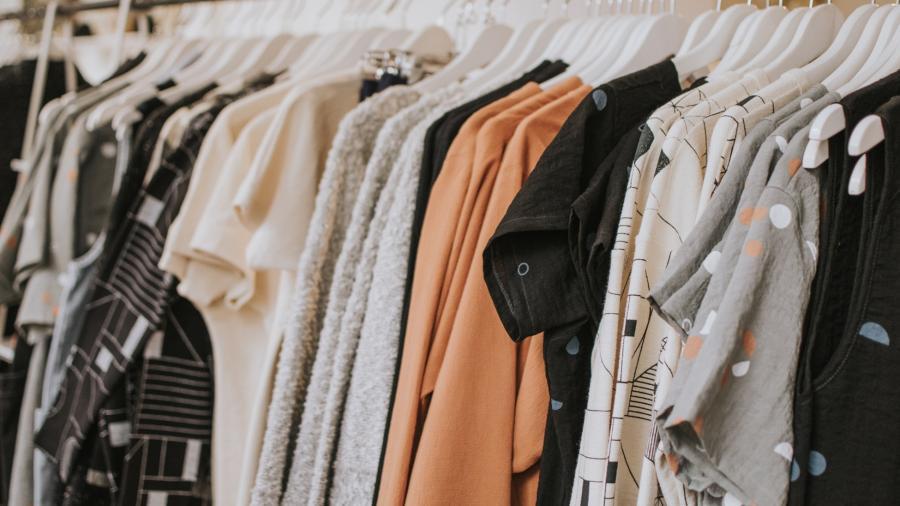 Profeco advierte impacto del 'fast fashion' en compras decembrinas