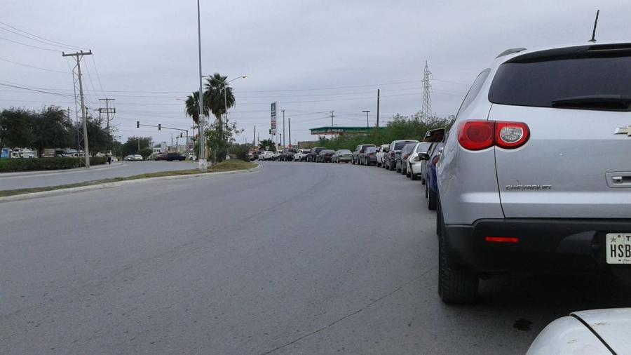 Ante posible cierre de gasolineras, automovilistas se preparan