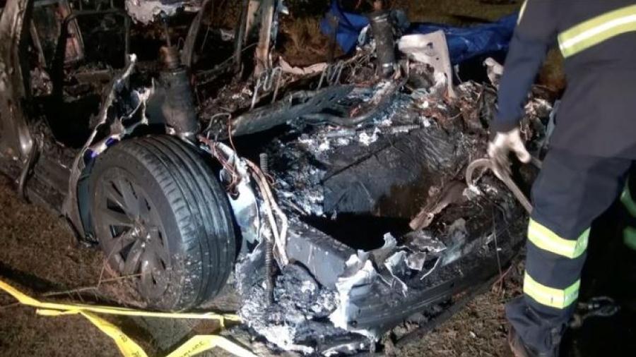 Accidente de auto Tesla deja dos muertos en Tx