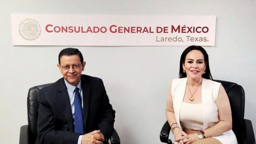 Carmen Lilia Canturosas se reúne con el Cónsul General de México en Laredo, Texas