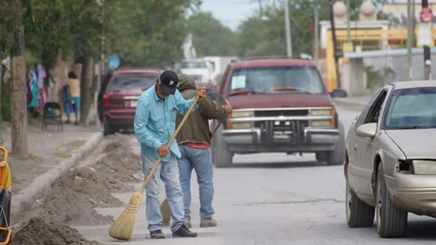 Realizan limpieza en calle 5 de mayo
