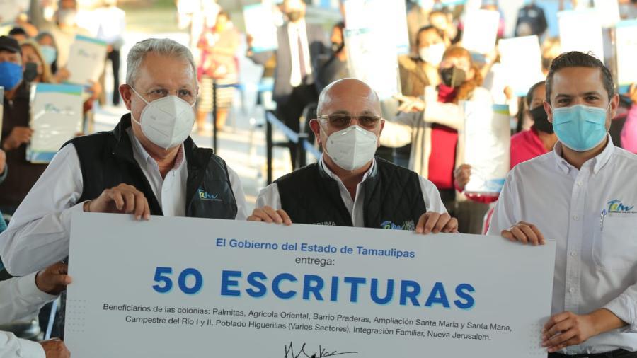 Francisco Cabeza de Vaca brinda certeza jurídica a las familias tamaulipecas con la entrega de escrituras