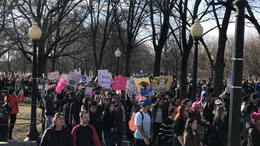 Mujeres toman calles en protesta por aniversario de Trump