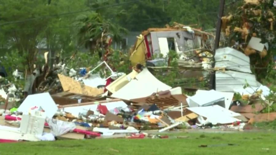 Aumenta el número de muertos tras tornados en Texas.