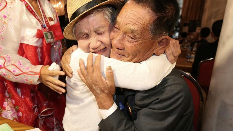 Familias separadas tras la Guerra de Corea se reúnen décadas después
