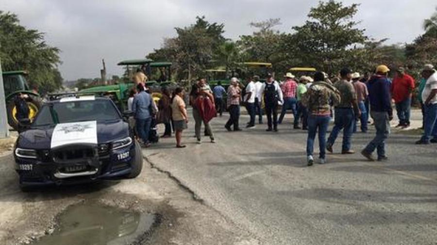 Carreteras de Tamaulipas colapsadas por bloqueos de campesinos