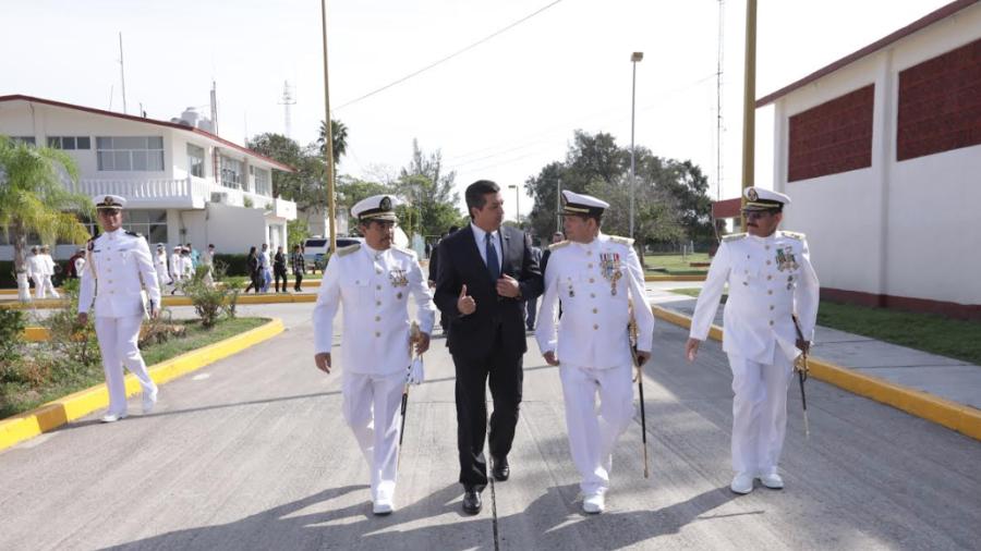 Atestigua Gobernador cambio de mando en Sector Naval La Pesca