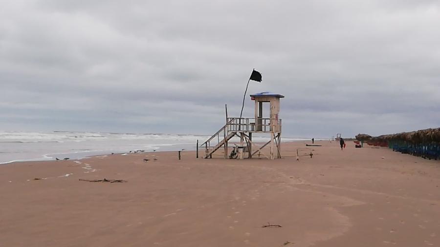 Cierran Playa Miramar por oleaje alto tras ingreso del frente frio