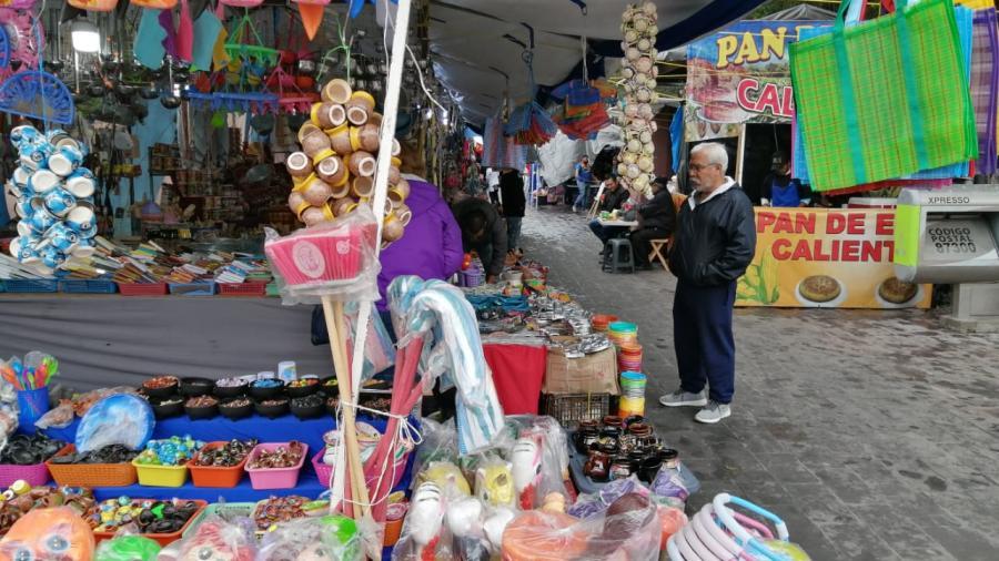 Abarrotan plaza principal de puestos por Fiestas Mexicanas