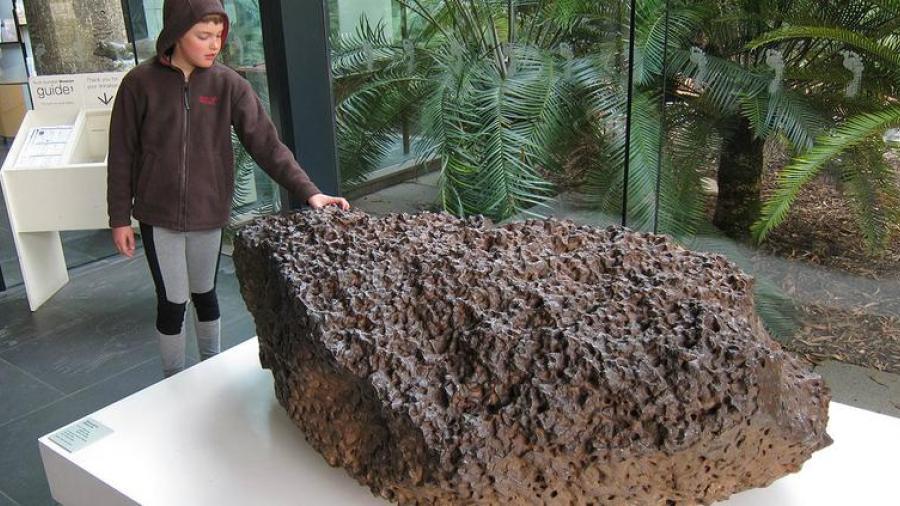 """Descubren meteorito con """"superconductividad"""""""