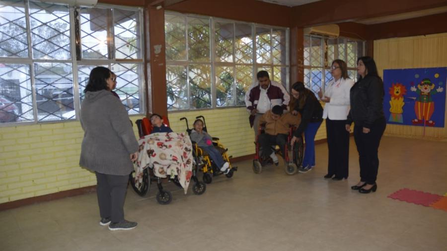 Presidenta del DIF entrega donación a comunidad escolar