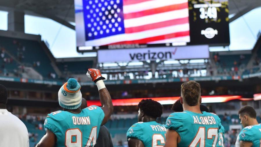 Jugadores de la NFL desafían a Trump con nuevas protestas durante el himno