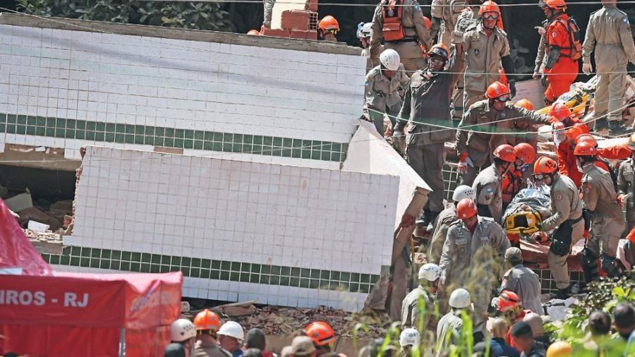 Aumenta a 15 muertos tras derrumbes de edificios en Río de Janeiro