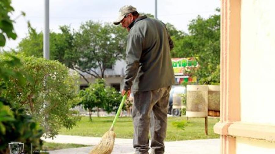 "Dan mantenimiento a la Alameda ""Margarita Maza de Juarez"""