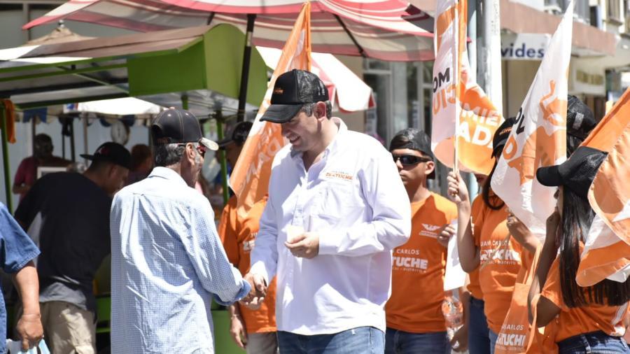 Juan Carlos Zertuche escucha al comercio organizado del centro