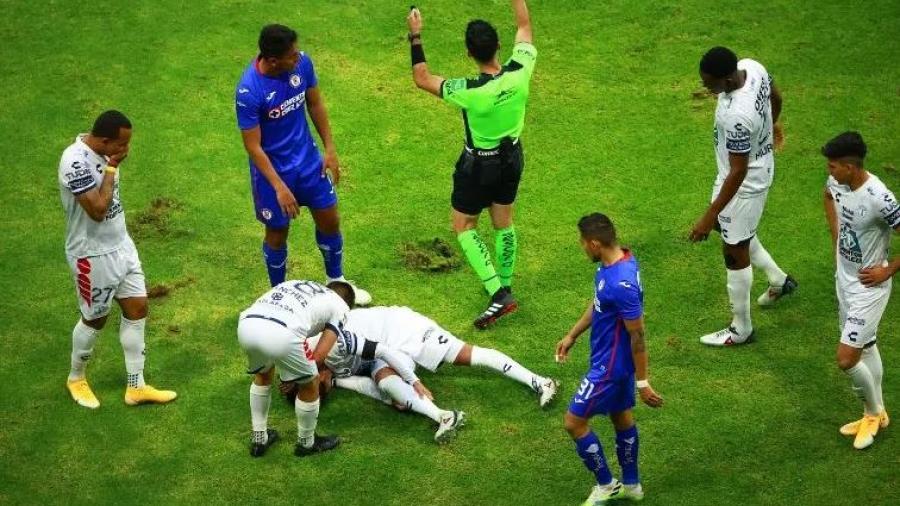 ''Burrito'' Hernández sale lesionado en el encuentro frente al Cruz Azul