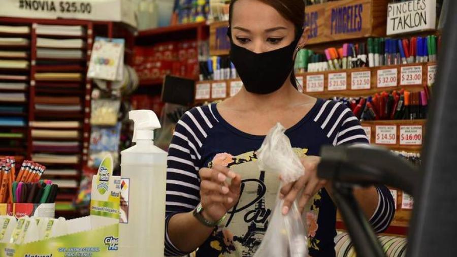 Pandemia pone en riesgo la venta de útiles y uniformes escolares en Nuevo Laredo