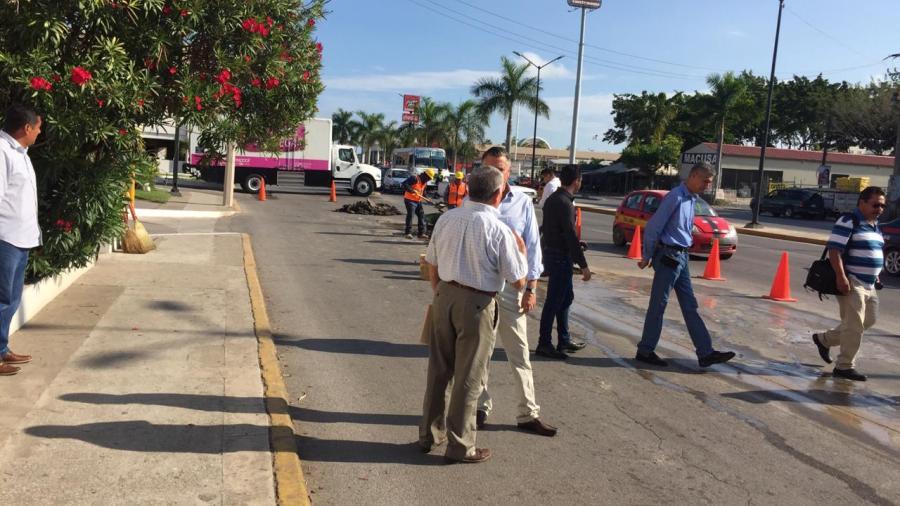 Supervisa alcalde trabajos de bacheo en avenida Hidalgo