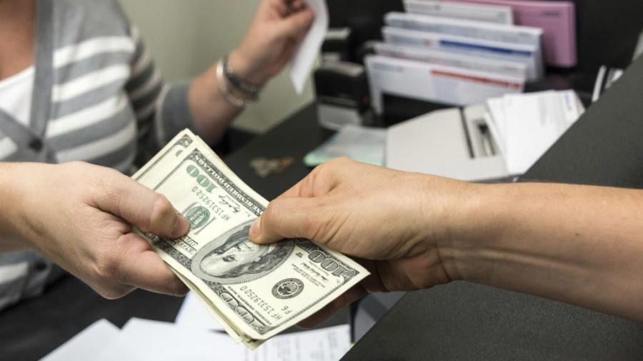 El dólar se cotiza a la venta en 19.72 pesos en el AICM