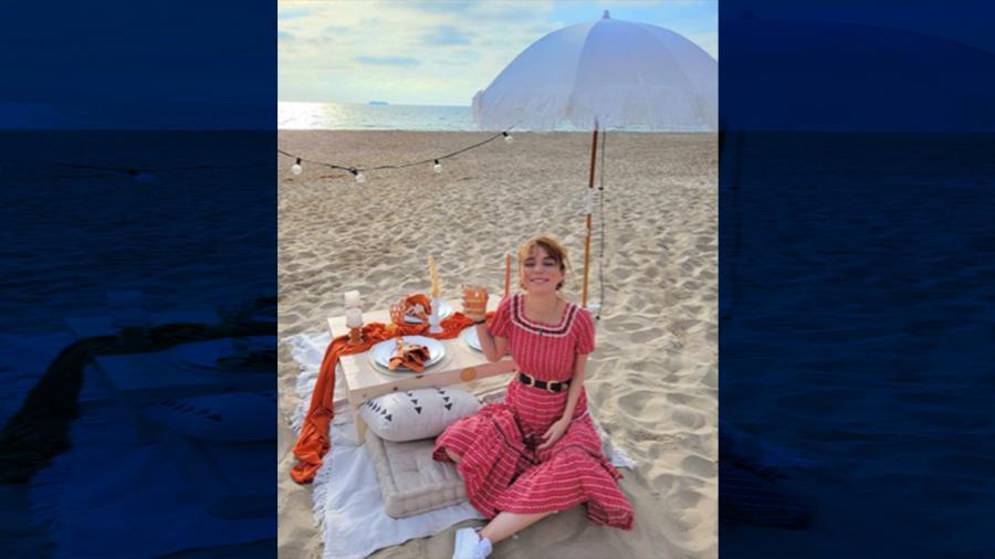 Natalia Téllez festeja su primer baby shower a la orilla del mar