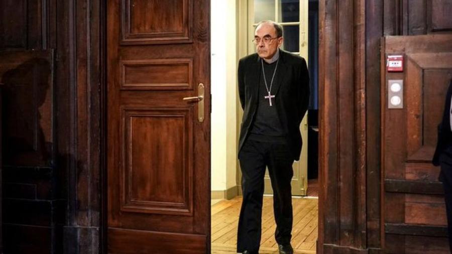 Aceptan renuncia de cardenal francés implicado en abusos